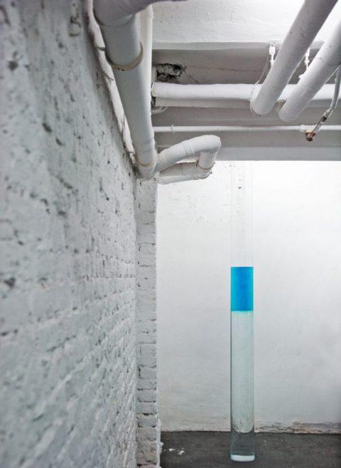 Aurel Dahlgrün - Dropbox - Druckertinte, Wasser, Plexiglasrohr 2016, 200 x 22 xm Filmwerkstatt Düsseldorf